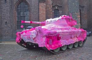 yarn-bombing-knitted-tank